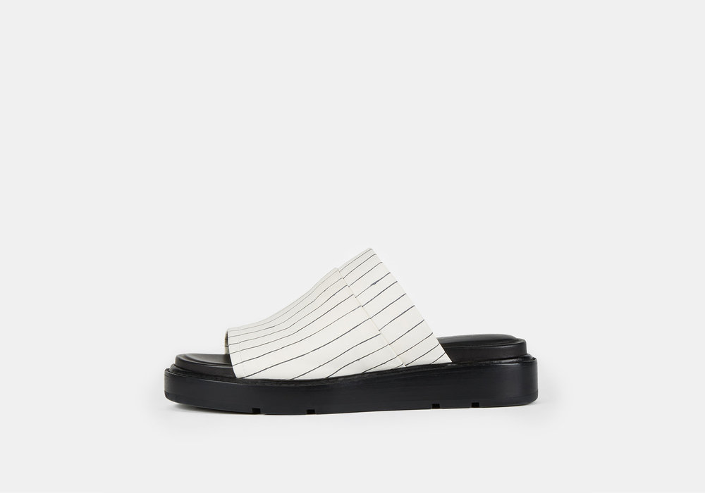 DKNY_shower slides